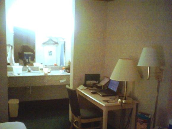 hotel-room-salad005